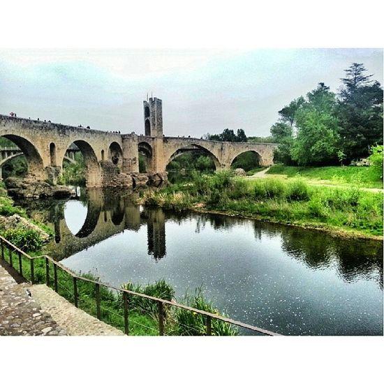 Besalú-Girona Igerscatalunya Igersbarcelona IgersVenezuela Igers photooftheday girona puente bridge