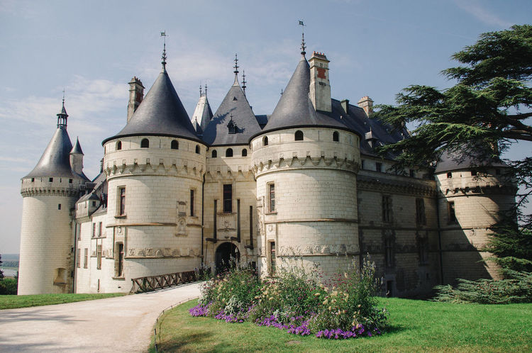 Un moment. French Castle Place Of Worship Architecture Building Exterior Built Structure Castle Day History No People Outdoor Outdoors Sky Travel Destinations Tree Worship Place