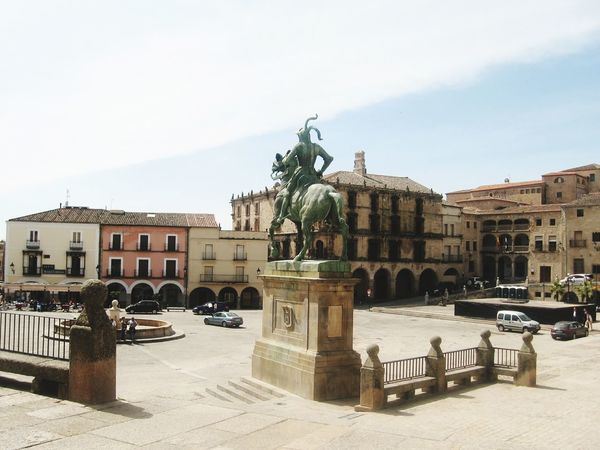 Trujillo Pizarro Conquistadores Palace Fountain Town Square City Gate Royalty Drinking Fountain Civilization Old Town Triumphal Arch Statue Doges Palace Monument Place Of Interest Colonnade Sculpture Neo-classical Amphitheater Castle Spraying