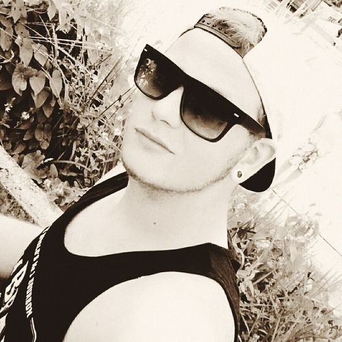 Sunglasses and snapback ✌ SNAPBACK♡ Sunglasses Tanktop