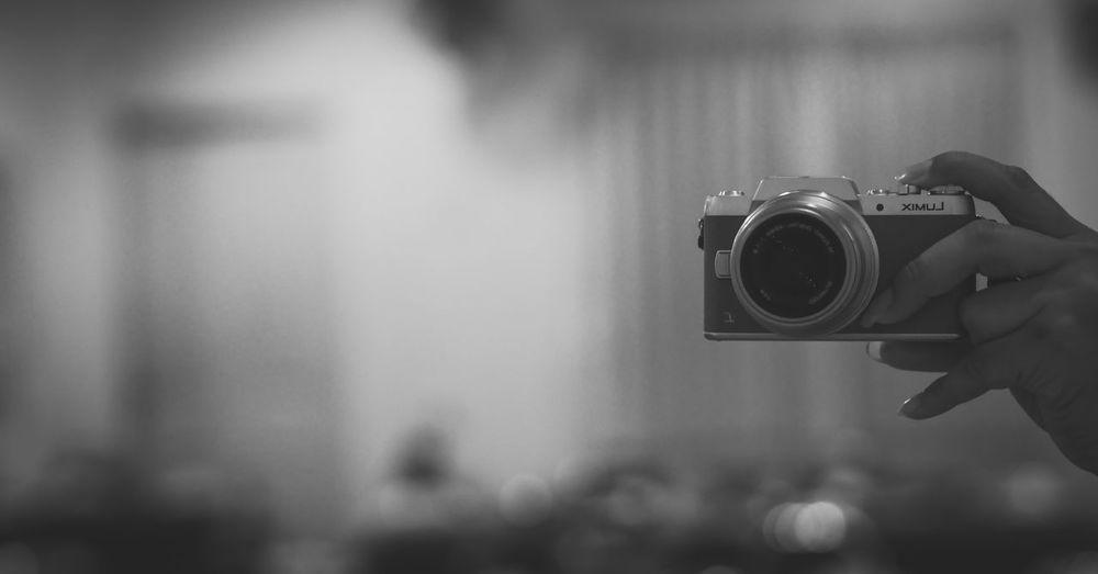 Digital Single-lens Reflex Camera SLR Camera Photography Themes Human Hand Movie Camera Camera - Photographic Equipment Technology Photographing Photographer Filming Lens - Eye