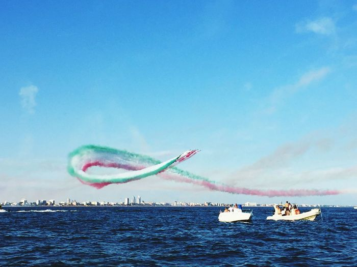 Spettacolo aereo Sea And Show Frecce Tricolore Airshow Frecce Tricolori Transportation Mode Of Transportation Airplane Air Vehicle Sky Cloud - Sky EyeEmNewHere Airshow Flying Military Airplane Water Fighter Plane