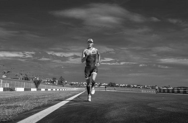 TRIATHLON Triathlete Transition Sports Photography Sports Running Runner Run Racetrack Outdoors Lifestyle Goiânia Eyembrasil Brazil Blackandwhite Welcome To Black