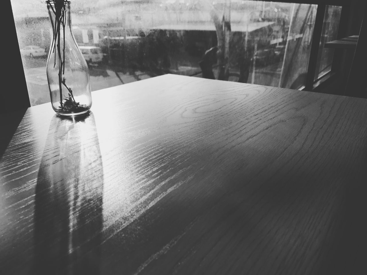table, indoors, no people, close-up, wood - material, day