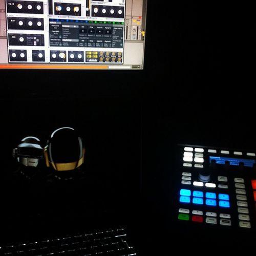 Datenight with Edm Maschinemk2 Nimassive Daftpunk  I Love a Dirty Electro Bassline 😎Maschine2 Love4music