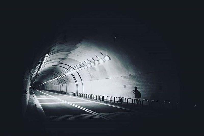 晚安世界 不是所有的故事都能成为你的眼睛里的色彩,因为岁月会淡化你的颜色。当你的人生路走得不平顺的时候,不要忘记了,你只是走过这条路而已,走过以后一切只能任时光处置。 Vscocam Xhinmania Photooftheday Photographyislife Inside Way Alone Motion Moment Streetphotography Urbanphotography Showcase April