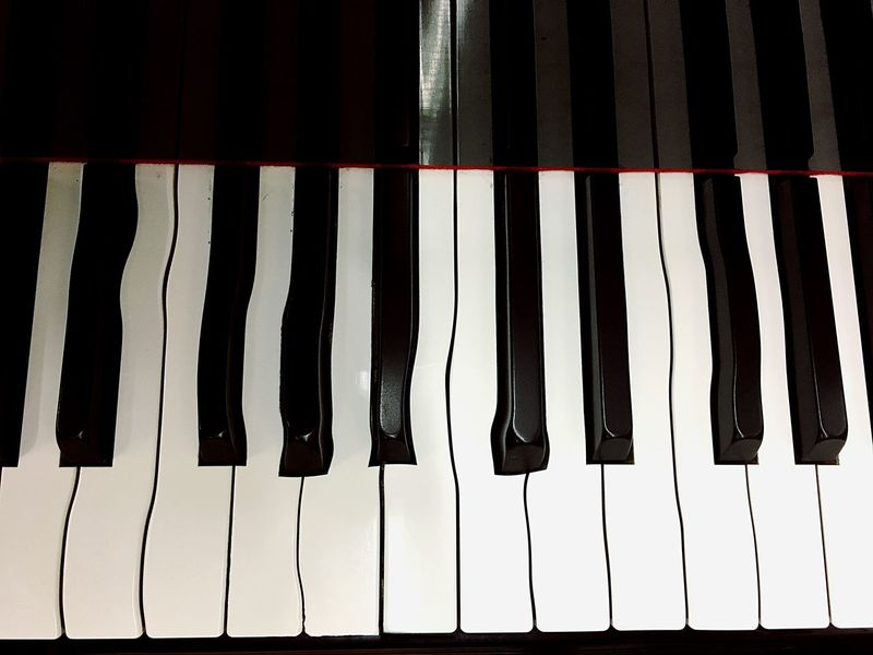 Music Piano Key Piano Musical Instrument Arts Culture And Entertainment In A Row Indoors  Close-up No People Synthesizer Full Frame Classical Music Day Schief