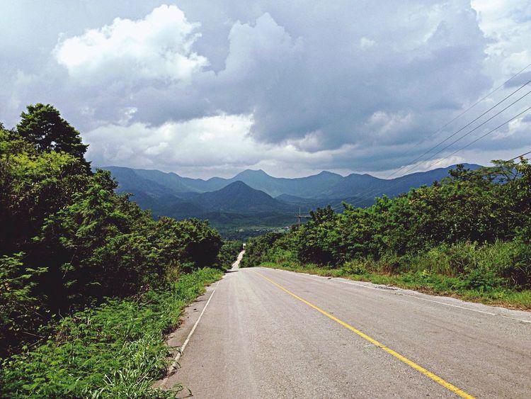 Enjoying Life On The Road OnThe Way Week End border thailand-laos