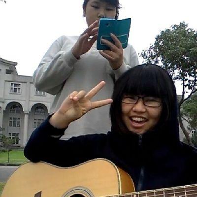 歌唱比賽戶外練團,那時候還拿第一名哈哈哈^^ 秀 感謝神 吉他 Tccn校園