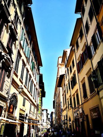 Italy Ancient Ancient Architecture Ancient Wall Sun Community Outreach Community Human Urban Coffee Bar Cafe Streetphotography Street Florence Florence Italy City Crowd Clear Sky City Life Cityscape Sky Architecture Building Exterior Built Structure Old Town City Street Historic Pedestrian Crosswalk