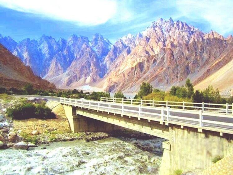 Hunza Valley Pakistan Passu Mountain View Riverside Bridge Kkh Karakum Himalaya Mountainranges Peaks