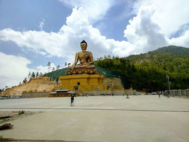 ~~~~~~~~~~~~~~~~~~~~~~~~~~~~~~ 🇰🇺🇪🇳🇸🇪🇱🔸🇵🇭🇴🇩🇷🇦🇳🇬 ~~~~~~~~~~~~~~~~~~~~~~~~~~~~~~ BUDDHA DORDHENMA, BUDDHA POINT, THIMPHU, BHUTAN ~~~~~~~~~~~~~~~~~~~~~~~~~~~~~ It is one of the most happening points in Thimphu, Bhutan. It is locally named Buddha Point but the actual name is Kuensel Phodrang. It is called the Buddha point because the largest statue of Buddha in the country sits there. The 51.5 meter (169 feet) bronze statue is three storied with several chapels. The body of Buddha is filled with 125000 smaller statues of Buddha. The well paved road leading to the Buddha is mostly used for drives, cycling, jogging and walk apart from those who go there to pay homage to Buddha. The night view of Thimphu from this point is ravishing and magical. ~~~~~~~~~~~~~~~~~~~~~~~~~~~~~~ All images are subject to ©copyright No repost, regram or reproduce without prior permission All rights reserved ~~~~~~~~~~~~~~~~~~~~~~~~~~~~~~ Thimphu Bhutan Royalbhutan Bhutanese BuddhaPoint Travel Statue Travelphotography Wanderlust Buddha Buddhastatue Indianphotographer Convexrevolution Photographers_of_india Instapic Natgeotravel Natgeocreative Likeforlikealways Holiday Explorethroughcamera Vacation Ig_bhutan