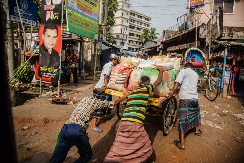 Assist Bangladesh Building Exterior Cart City Community Developing Country Dhaka Heavy Help Load Men Outdoors Push Real Life Street Tough Life Working Hard