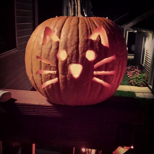 Are you really surprised it's a cat? Pumpkincarving Catpumpkin