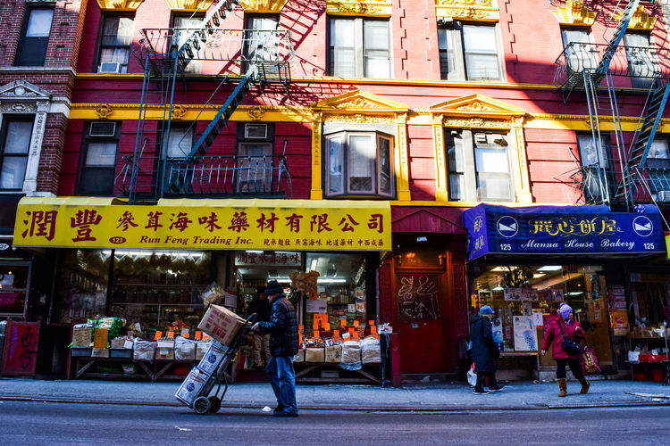 Un jour comme les autres / A day like any other - Chinatown - Manhattan Daytime EyeEmNewHere Manhattan NYC Street Photography New York City Nikon Stairs The Street Photographer - 2017 EyeEm Awards Daytime EyeEmNewHere Manhattan NYC Street Photography New York City Nikon Stairs Travel Photography Architecture Building Exterior Built Structure Chinatown New York Chinese City City Life City Street Everybodystreet Front Door Real People Store Street Streetphotography Traveler Urbanphotography The Street Photographer - 2018 EyeEm Awards EyeEmNewHere