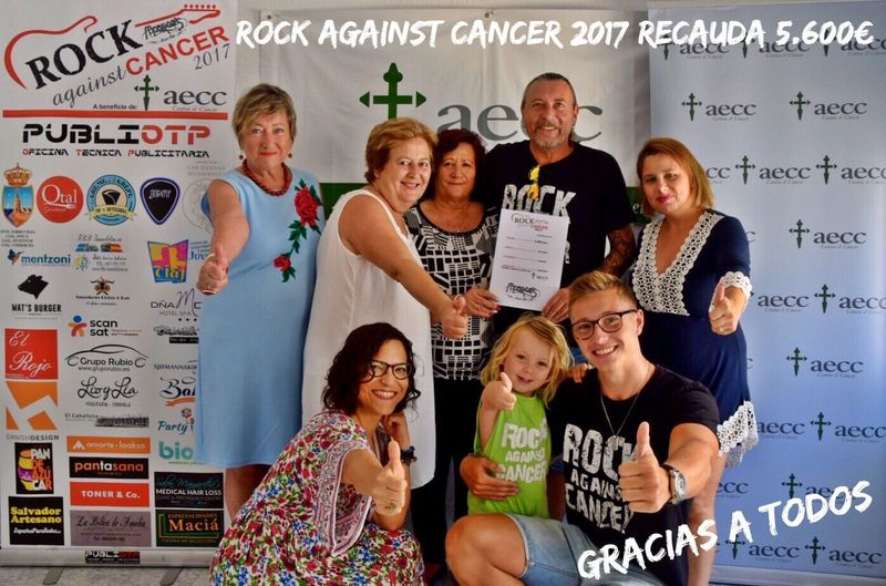 Rock 🎸 Against Cancer 2017 recauda 5.600€ para la AECC - TORREVIEJA ¡Gracias a todos! Looking At Camera Portrait Communication Adult Community Togetherness Indoors  Smiling Cheerful Women Rock Against Cancer 2017 Friendship People Day Young Adult Monroe's Music Pub