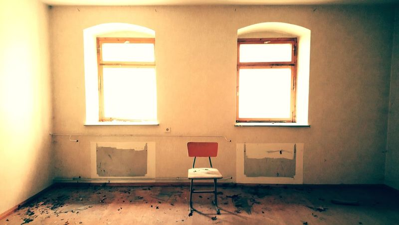 Window Windows Chair Chairswithstories Chair Art Seat Take A Seat Urban Exploration Urban Architecture Urban Art Urbex Urbexexplorer Urbexphotography Abandoned Abandoned Places Abandoned House Eyem Urban Eyem Urbex No People Domestic Room Architecture Eyem Architecture