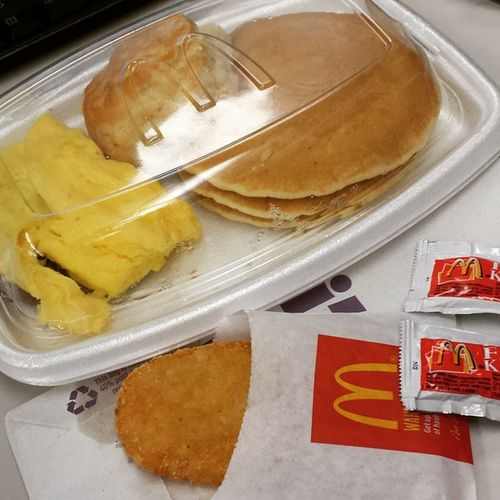 The Ultimate Throwback!!! TBT  Throwbackthursday  Breakfast Feedme imhungry McDonalds bigbreakfast eggs sausage hashbrowns biscuit hotcakes ketchup softenedbutter maplesyrup ImLovinIt