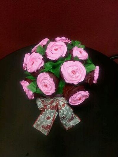 the cute Cupcake , flower bouquet my dad made(: