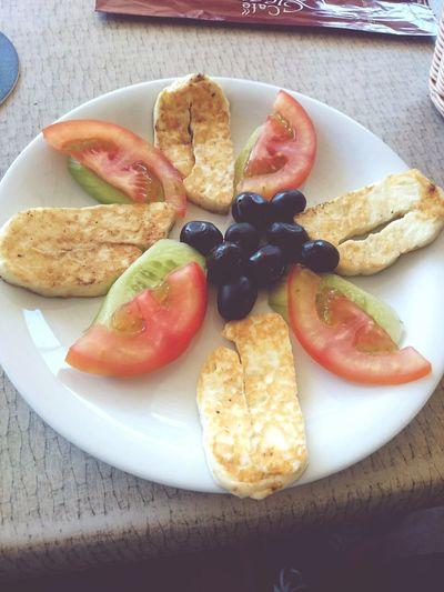 Breakfasto con Hellim Cheese can eat this todo las dias La Vida Es Bella