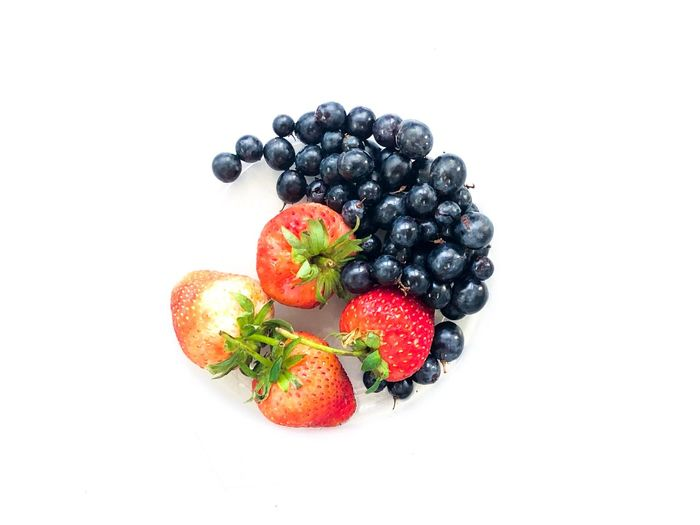 Fruit Healthy Eating Berry Fruit Food And Drink Food Wellbeing Freshness Studio Shot White Background Strawberry Blackberry - Fruit No People Healthy Lifestyle Blueberry Indoors  Still Life