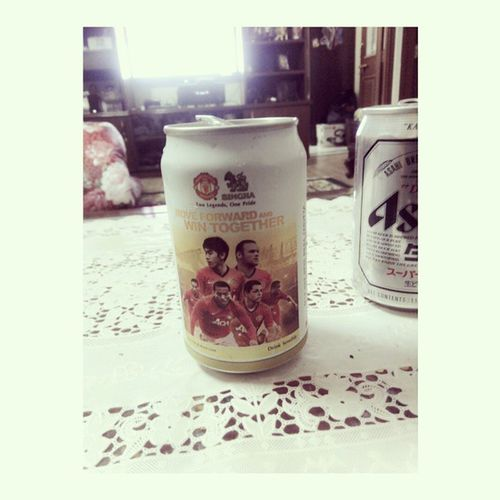 Never liked Utd,still holding this can.. °_° Lovin' this beer.. :3 SinghaBeer