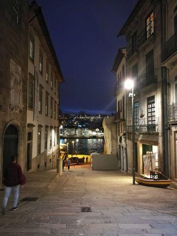 A ver o rio Douro ao longe. Porto Portugal Porto Rio Douro Night Architecture Built Structure Building Exterior Illuminated City Outdoors