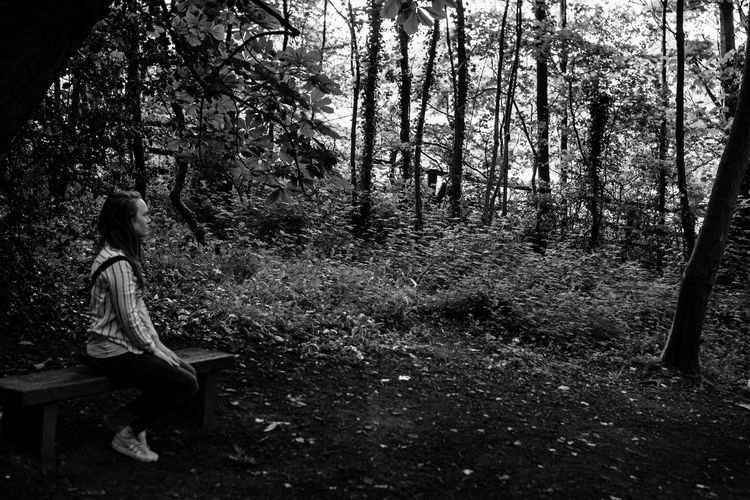 calmly waiting... Happiness Waiting Black And White Blackandwhite Nature Model Tree Full Length Sitting Women Young Women Loneliness Thinking Thoughtful Pretty Sadness This Is Strength