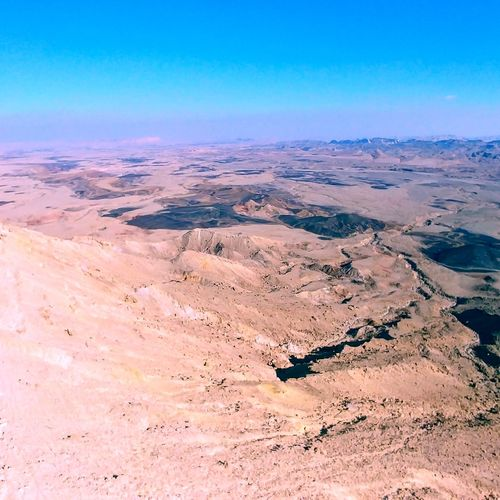 """Mizpe ramon crater in Israel - near the location where the movie """"the Martian"""" has been made. #mizperamon Toursim Wideview Panorama Sights Mitzperamon Mizperamon Israel The Martian Movie 👽 Crater EyeEm Selects Scenics Landscape Nature Outdoors Beauty In Nature Tranquility Day Desert No People Mountain Sand Dune Sky Tranquil Scene Travel Destinations"""