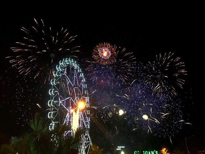 It's that time of the year again Firework Display Pyromusical2017 Fireworks Fireworksphotography Bay Area Sky Event Igers Philippines Manila Mallofasia