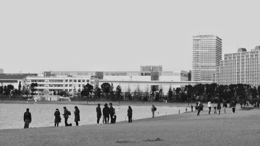 B&w Black And White Monochrome People Urban Skyline Beach People And Places People Photography From My Point Of View Capture The Moment Water Side Urban Nature Cityscape City Life Urban Landscape Odaiba Kaihin Park Tokyo Snapshots Of Life Snapshot 16:9 Crop Monochrome Photography EyeEm Best Shots EyeEm Best Edits モノクロにもしてみた♬