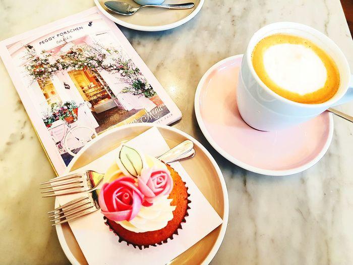 wonderful cupcake - la vie en rose Coffee and Sweets Coffee Break Cupcakelovers Cake StillLifePhotography Still Life Whitecoffee Milkcoffee Latte Roses Flowers Peggy Porschen Pink Close-up Cupcake Coffee