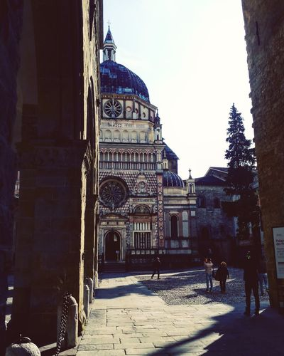 Battle Of The Cities Bergamo, Italia Bergamoalta Cappellacolleoni Architecture Building Exterior Cappellacolleoni Built Structure Church History Tourism Travel Destinations In Front Of Outdoors Famous Place Day Dome Person Clear Sky Visititalia Visititalia_da_scoprire Façade Entrance Tourist Place Of Worship