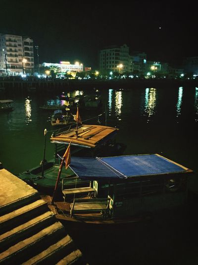 Boats waiting for passengers to the swimming sea food restaurants