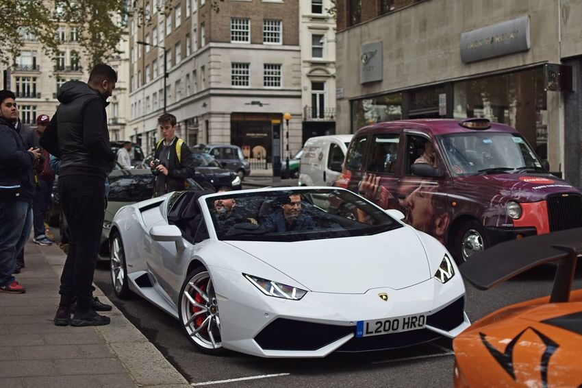 Lenniethegeeza in a lamborghini Huracan spider in London! Car Lamborghini Architecture L4f Hotel Carphotography Vehicle Fastcar Newandold Cars Carspotting CarShow Supercars Autumn Colors Like4like TransportationStance Trees First Eyeem Photo London Lambo New Fast Huracan  White