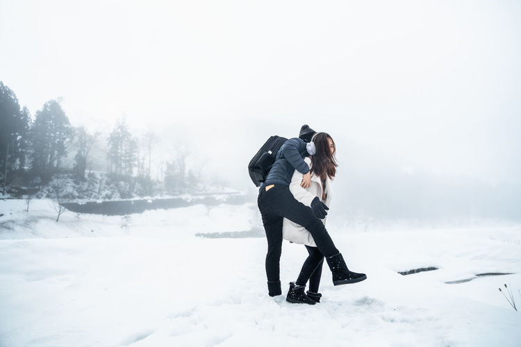 Winter Snow Cold Temperature Full Length Two People Warm Clothing Clothing Leisure Activity Lifestyles Real People Young Adult Adult Day Women Young Women Nature Non-urban Scene Standing People Couple - Relationship Outdoors Extreme Weather