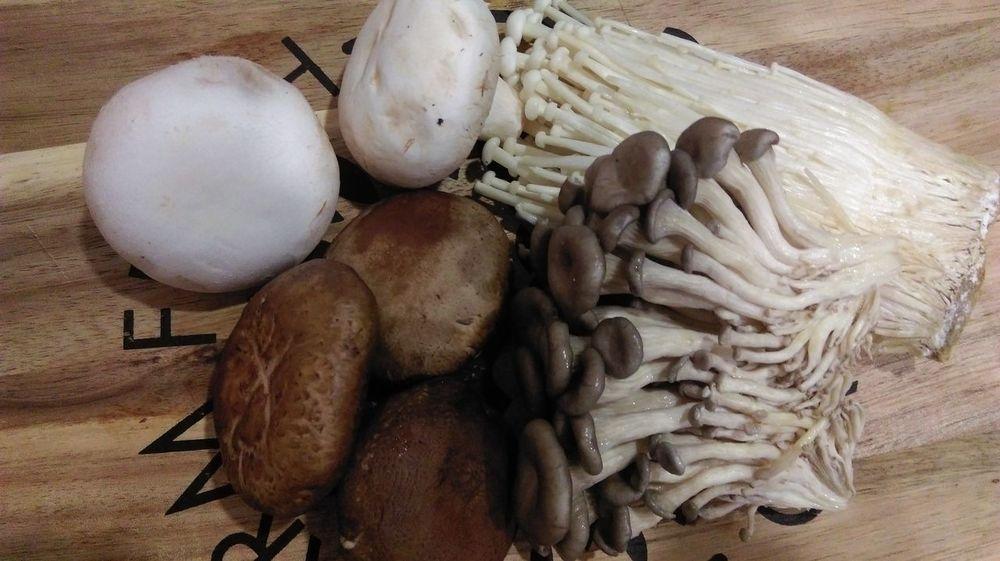 EyeEm Selects Wood - Material Sand No People Indoors  Day Nature Close-up Food Nofilter Shiitake Mushrooms Enoki Mushrooms Shimeji Mushrooms Cup Mushrooms Mushroom Soup