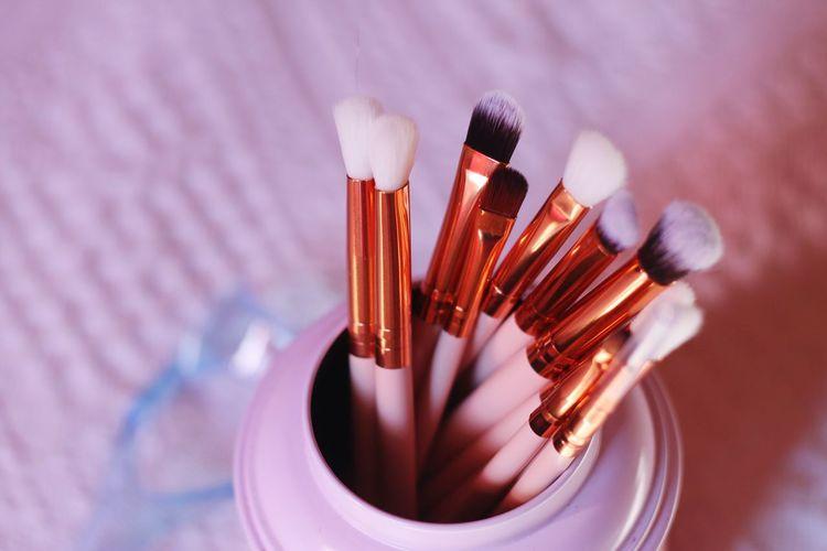 Beauty Pink Makeup Make-up EyeAmNewHere EyeEm Selects Performance Art Studio Make-up Arts Culture And Entertainment Paint Paintbrush Make-up Brush Close-up Blush - Make-up Eyeshadow Eye Make-up Beauty Product Eyebrow Ceremonial Make-up Eyelash Eyeliner Face Powder