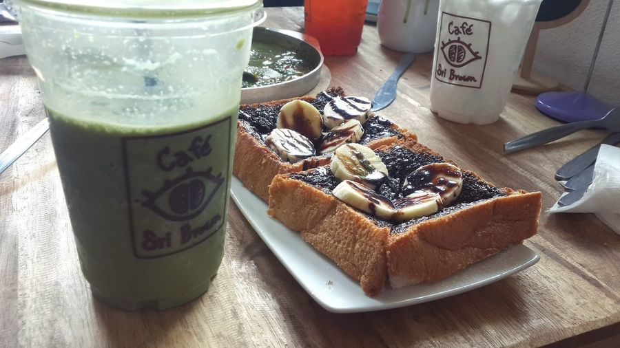 Chilling Enjoying With My Friends  Taking Photo Greentea Milk Shake Getting Fat Eating Out FreeTime Afternoon Teatime Everyday Joy