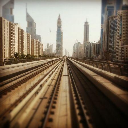 Arcitecture Dubai Metro Walk