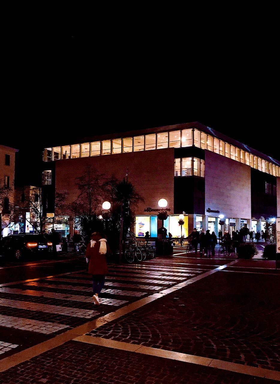 night, architecture, illuminated, built structure, building exterior, city, transportation, sky, real people, rail transportation, copy space, incidental people, group of people, street, mode of transportation, lifestyles, nature, railroad track, track, railroad station, outdoors, waiting, station