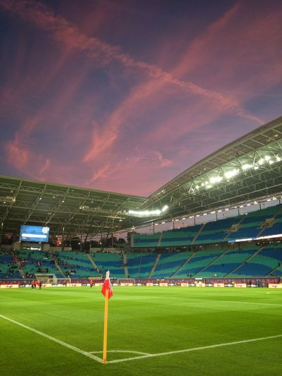Der Himmel brennt für die roten Bullen Rbleipzig Sport Team Sport Soccer Grass Stadium Playing Field Sky Green Color Soccer Field Nature Dramatic Sky International Team Soccer People Outdoors Spectator Plant Competition Competitive Sport Cloud - Sky