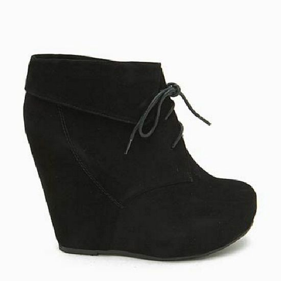 I found these heels sunday at Agaci &I am in love with them Somebody get me these &'I will love you forever !  Cute Black Heels Agaci I want them /.^