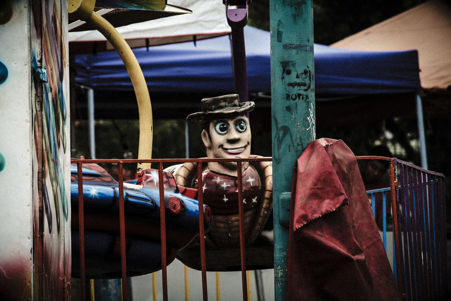 creepy woody Woody Toy Story Costa Rica Heredia, Costa Rica Barva Walking Around Walking Around Taking Pictures Outdoors Streetphotography Cage Carnival Metal Grate