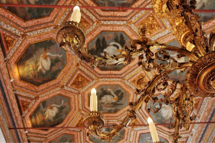 Smallest details make things even more majestic. Art Is Everywhere Beautiful Destinations Golden Historical Palace Details History Bright Wealth No People Indoors  Candles Somewhere In Portugal Art Is Everywhere