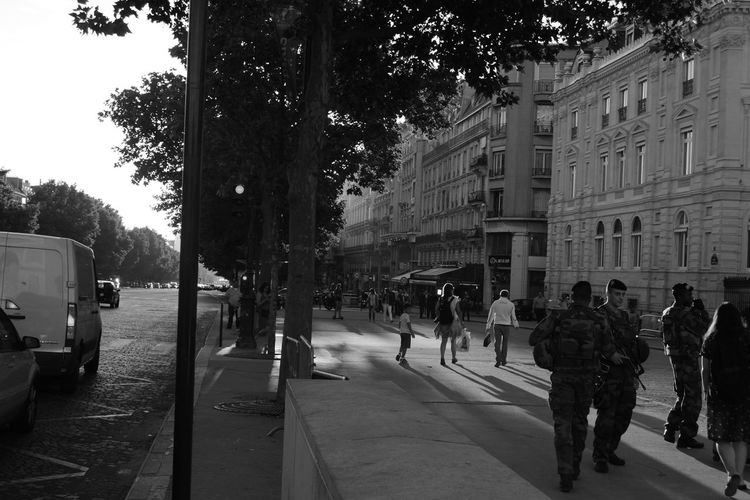 Soldiers In Paris On The Way The Turist Army Life Moments Of My Life Urbanphotography 43 Golden Moments Feel The Journey Simply Beautiful My Gallery Eye4photography  France Arc De Triomphe, Paris Cityscape Simple Beauty Black And White Photography Showcase July