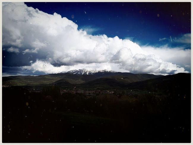 Lost in translation. Mobilephotography Samsungphotography Ace5 Kultcamera Horizon Tranquility Peaceful Mountain Pirineos Clouds Skyporn Horizon Mountain Awe Sky Landscape