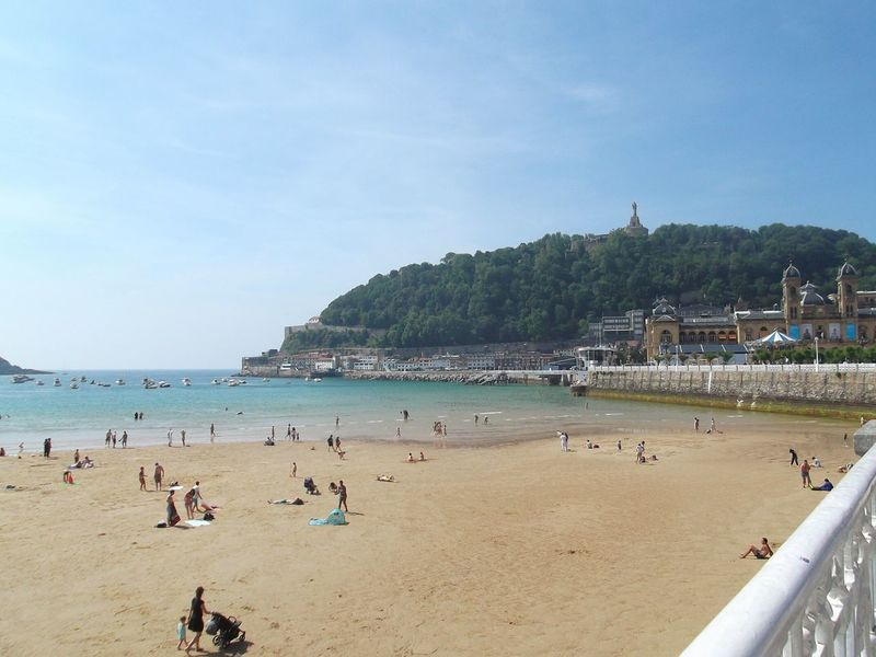 Beach Summer Tropical Climate Tourist Resort Water Relaxation Vacations Sky Travel Destinations Beauty In Nature Sunny Nature San Sebastián, Spain Beach Holiday Monte Urgull San Sebastian Beach Beauty In Nature Vacations