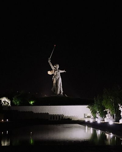Родина мать Sculpture War памятник родинамать Мамаев курган Волгоград память патриотизм Sculpture Statue Night Art And Craft Architecture Representation Travel Destinations Tourism No People Built Structure Travel Human Representation