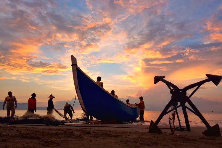 City Water Sea Nautical Vessel Sunset Beach Silhouette Sand Sun Sky Tide Boat Wave Shore Moored Commercial Fishing Net Harbor Outrigger Fishing Tackle Buoy Fishing Boat Dock Crashing Rushing Horizon Over Water Surfer Water Sport Mast Coast Coastal Feature